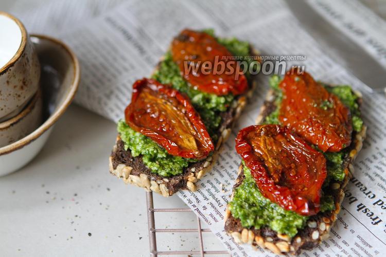 Фото Канапе с вялеными томатами и песто