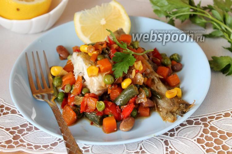 Фото Навага на овощной подушке на сковороде