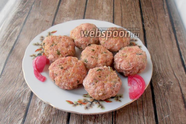 Фото Нежные котлеты из свинины с кабачком и зелёным луком