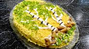 Фото рецепта Салат «Берёза» с курицей и грибами