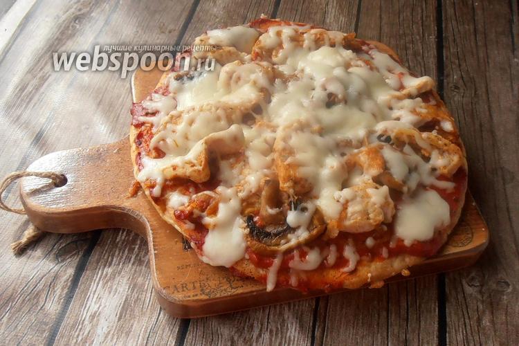 Фото Протеиновая пицца с курицей и грибами
