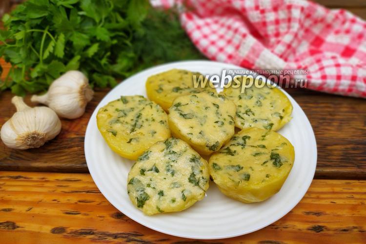 Фото Картофель с сырно-чесночной намазкой в духовке