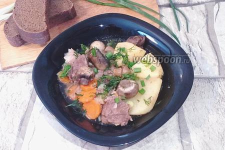 Фото рецепта Мясо томленное с картошкой и грибами