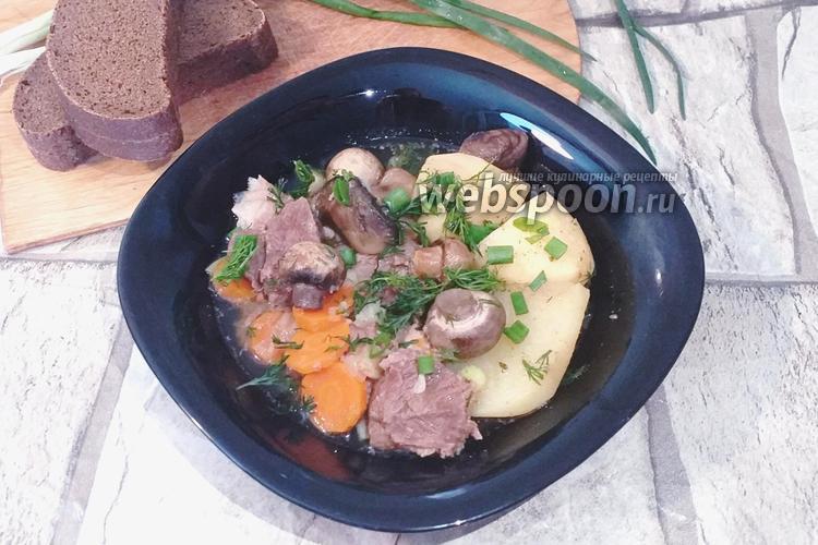 Фото Мясо томленное с картошкой и грибами
