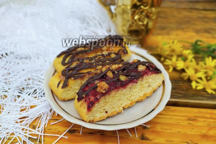 Фото Нарезное печенье с вареньем и орехами