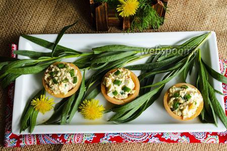 Фото рецепта Закусочные тарталетки с печенью трески