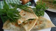 Фото рецепта Лепёшки с крапивой, зелёным луком и петрушкой