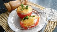 Фото рецепта Яичница с колбаской в помидорах