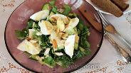 Фото рецепта Зелёный салат с яйцом и миндалём