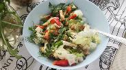 Фото рецепта Салат с курицей, фетаксой и сладким перцем