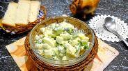 Фото рецепта Салат из яиц, огурцов и горошка