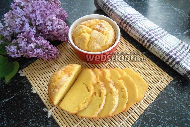 Фото Кукурузный хлеб с кунжутом в кокотницах