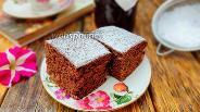 Фото рецепта Коврижка на кефире с какао и изюмом