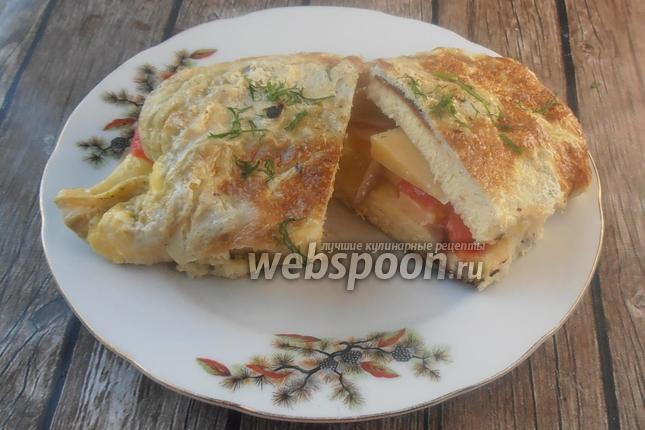 Фото Сэндвич яичный с беконом и помидором
