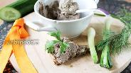 Фото рецепта Паштет из куриной печёнки с оливками и салом