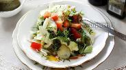 Фото рецепта Салат с морской капустой, авокадо и яблоком