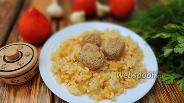 Фото рецепта Рис с кабачком и фрикадельками на сковороде