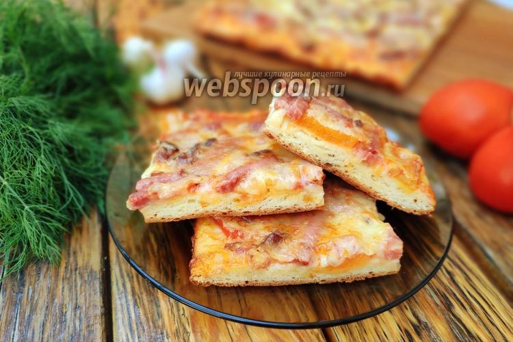 Фото Открытый пирог с лечо, копчёной грудинкой и колбасой