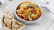 Фото рецепта Салат с нутом и корейской морковью