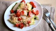 Фото рецепта Клубничный салат с авокадо и грушей