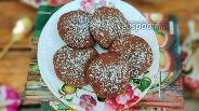 Фото рецепта Шоколадные сырники с изюмом