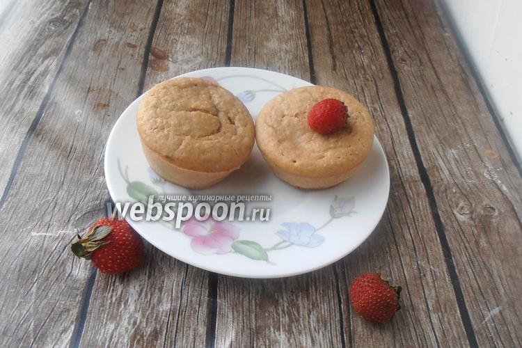 Фото Постные кексы с овсяной мукой и клубникой