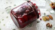 Фото рецепта Клубничное варенье с орехами