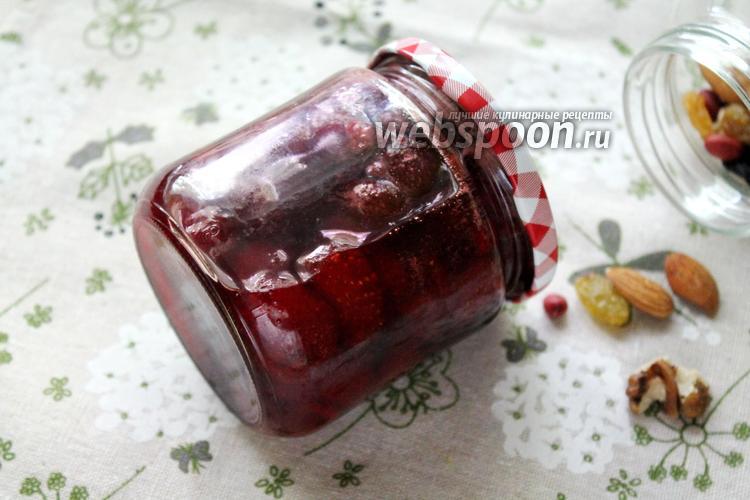 Фото Клубничное варенье с орехами