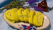 Фото рецепта Яичный рулет с плавленым сырком