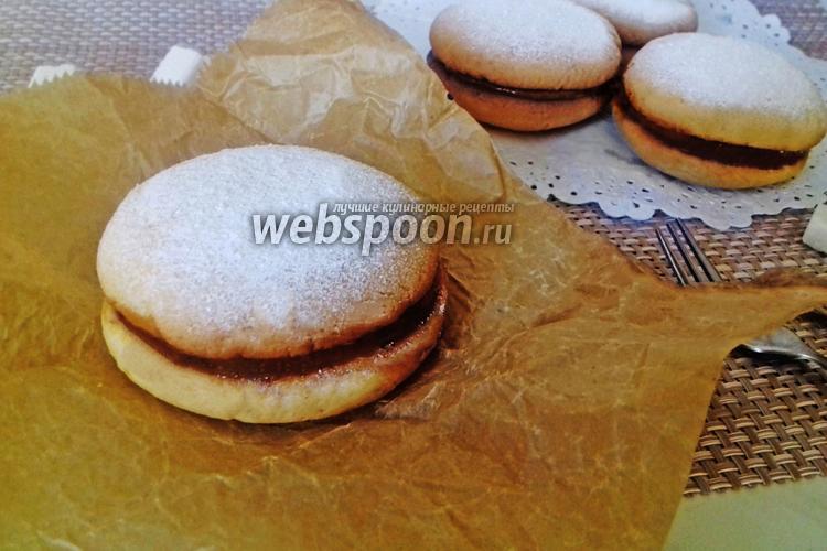 Фото Печенье-сэндвичи с начинкой из варёного сгущённого молока