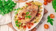Фото рецепта Стейк сёмги с летними овощами, запечённый в духовке