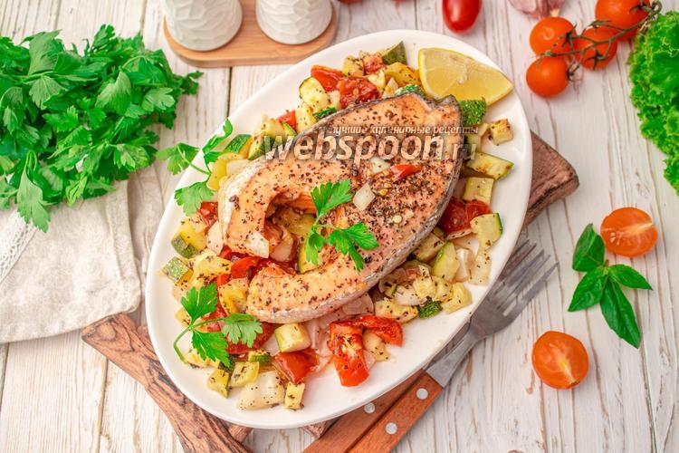 Фото Стейк сёмги с летними овощами, запечённый в духовке