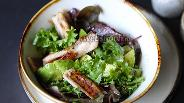 Фото рецепта Средиземноморский куриный салат на гриле с лимоном и авокадо