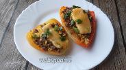 Фото рецепта Перцы, запечённые с фаршем и яйцами скрэмбл