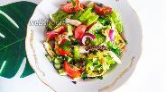 Фото рецепта Салат с морским коктейлем и овощами с медово-уксусной заправкой