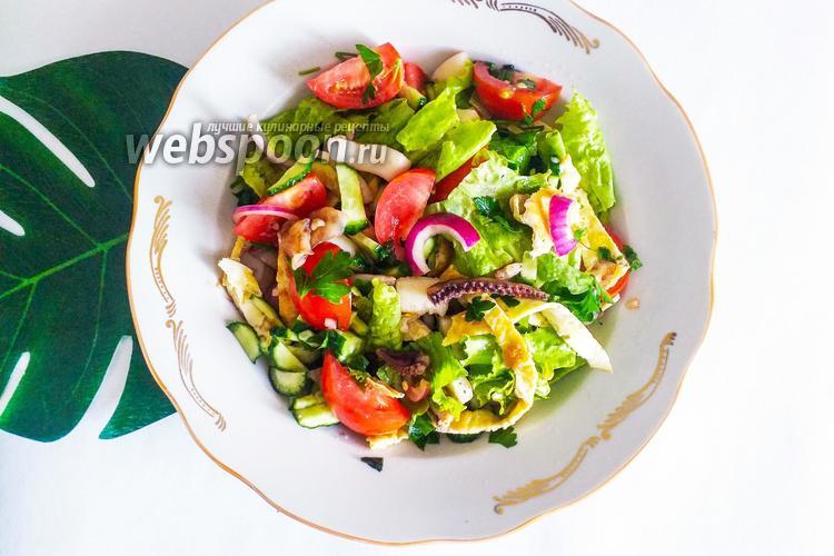 Фото Салат с морским коктейлем и овощами с медово-уксусной заправкой