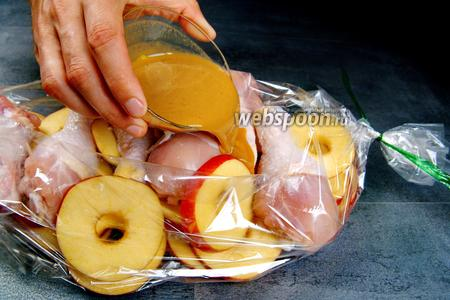 Курица с яблоками в рукаве. Видео видео рецепт