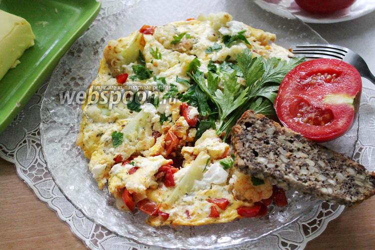 Фото Омлет с цветной капустой на сковороде