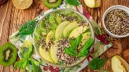 Фото рецепта Зелёный смузи боул со шпинатом и яблоками