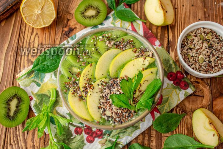 Фото Зелёный смузи боул со шпинатом и яблоками