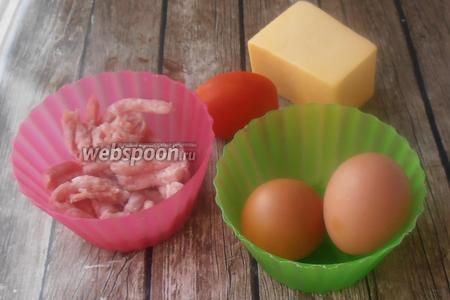 Фриттата с фаршем, сыром и помидорами