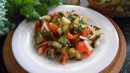 Фото рецепта Пикантный салат из малосольных огурцов с чесноком