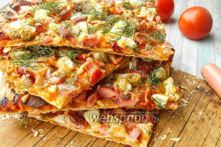 Фото Овощная пицца на лаваше с сосисками