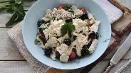 Фото рецепта Салат из помидоров, курицы и фетаксы