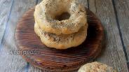 Фото рецепта Солёные бейглы с солодом и маком