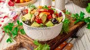 Фото рецепта Салат с мидиями и авокадо