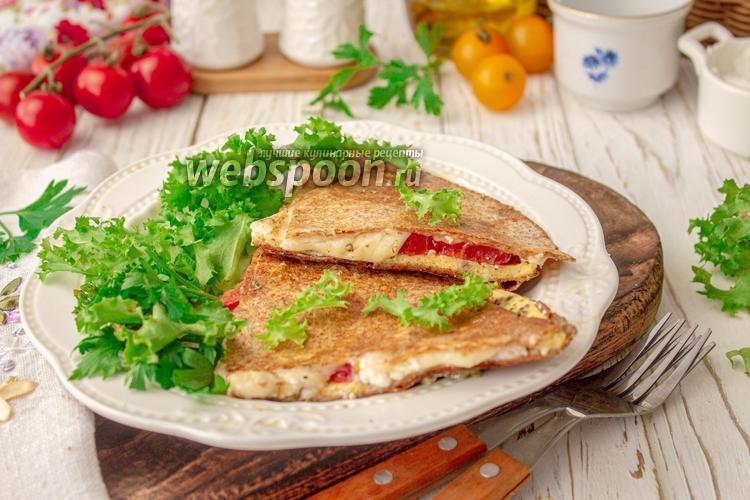 Фото Тортилья из цельнозерновой муки с сыром и яйцом