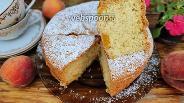 Фото рецепта Шарлотка с персиком