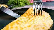 Фото рецепта Сочные лепёшки с сыром на кипятке. Видео
