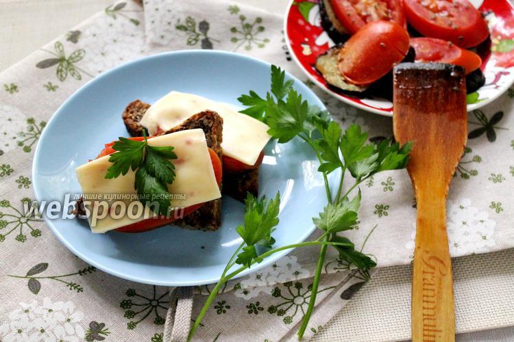 Фото Тосты из зернового хлеба с баклажаном и сыром